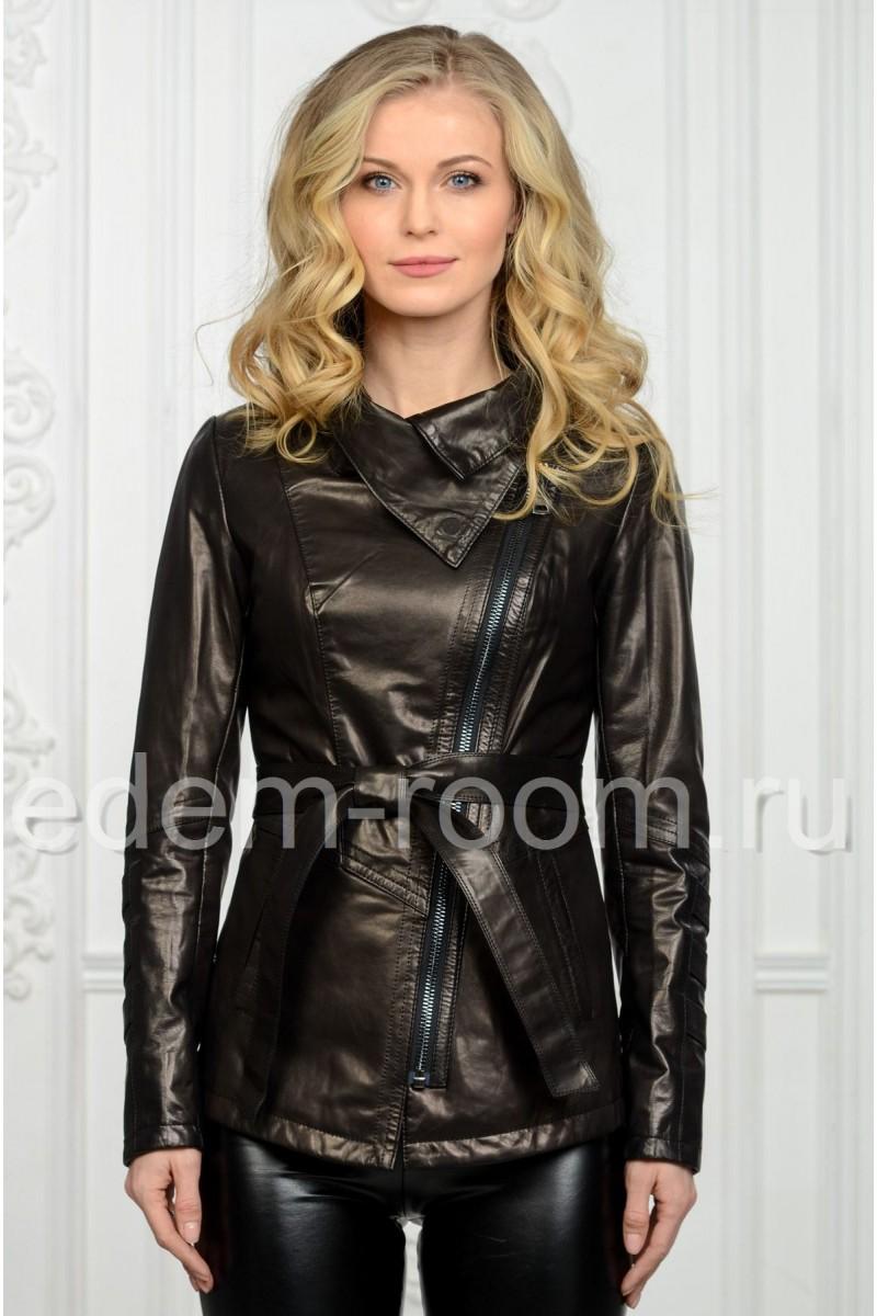 Чёрная женская кожаная куртка на весну и осень