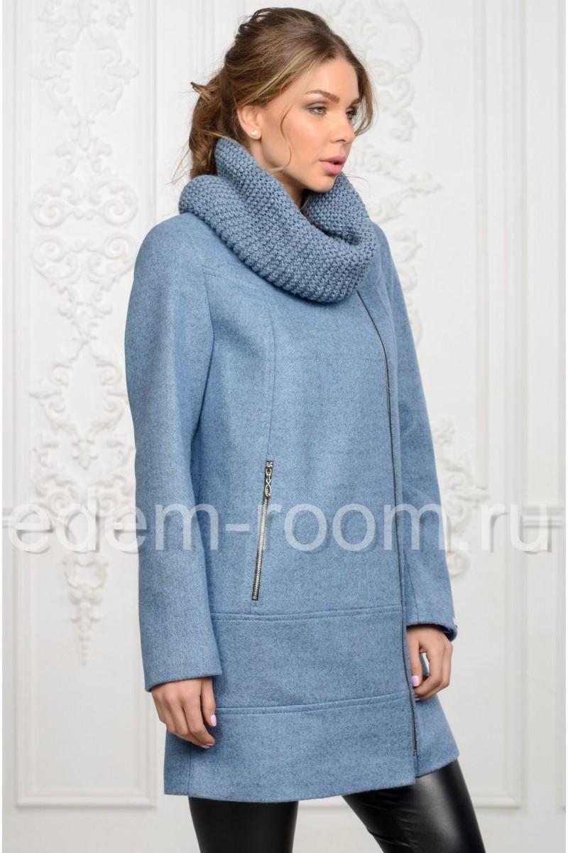 Женское пальто с вязаным воротником