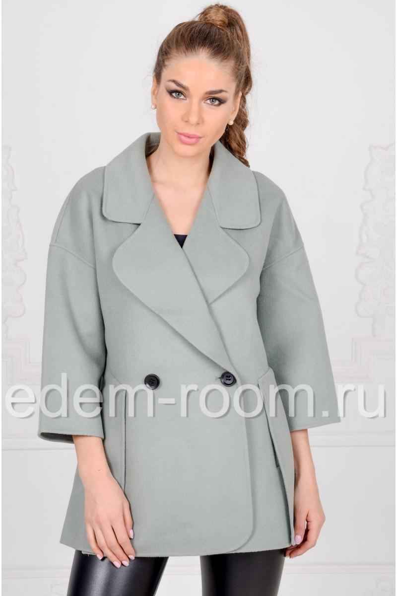 Короткое пальто на пуговицах
