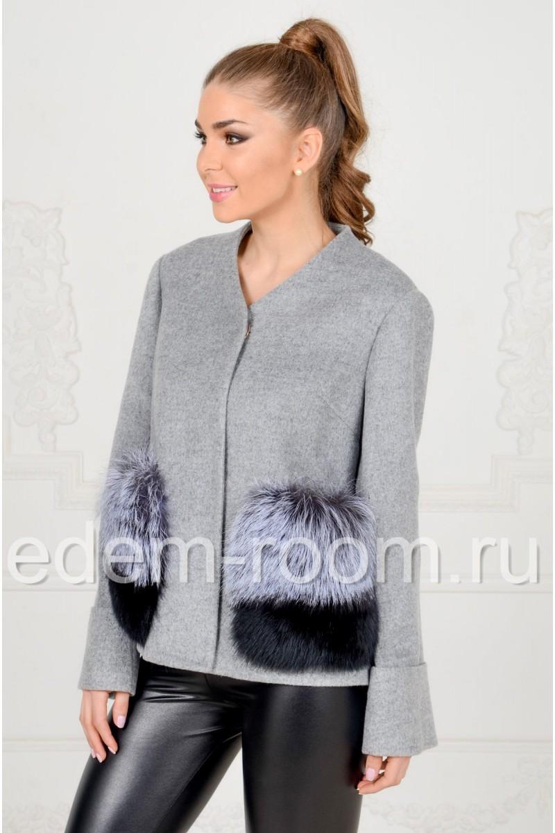 Пальто с меховыми карманами