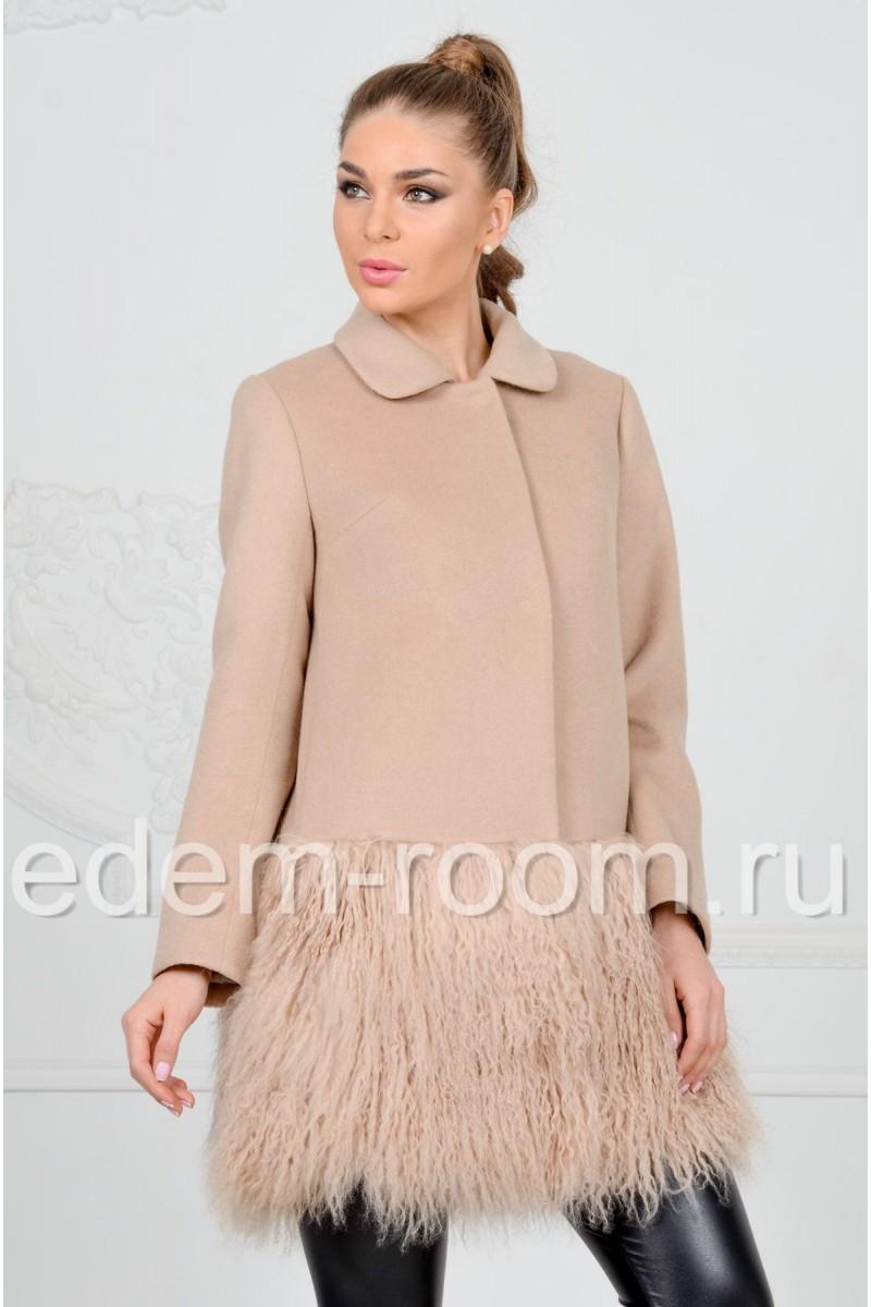 Модное пальто  с мехом ламы