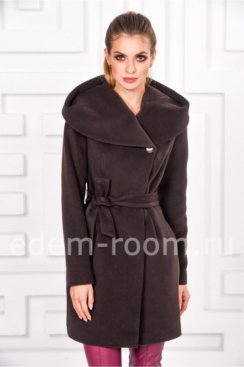 Шоколадное пальто с капюшоном