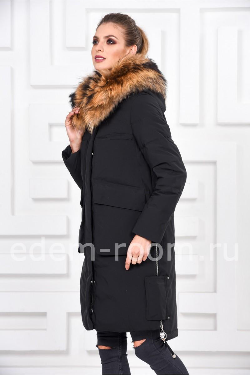 Женский пуховик с капюшоном отороченный мехом енота