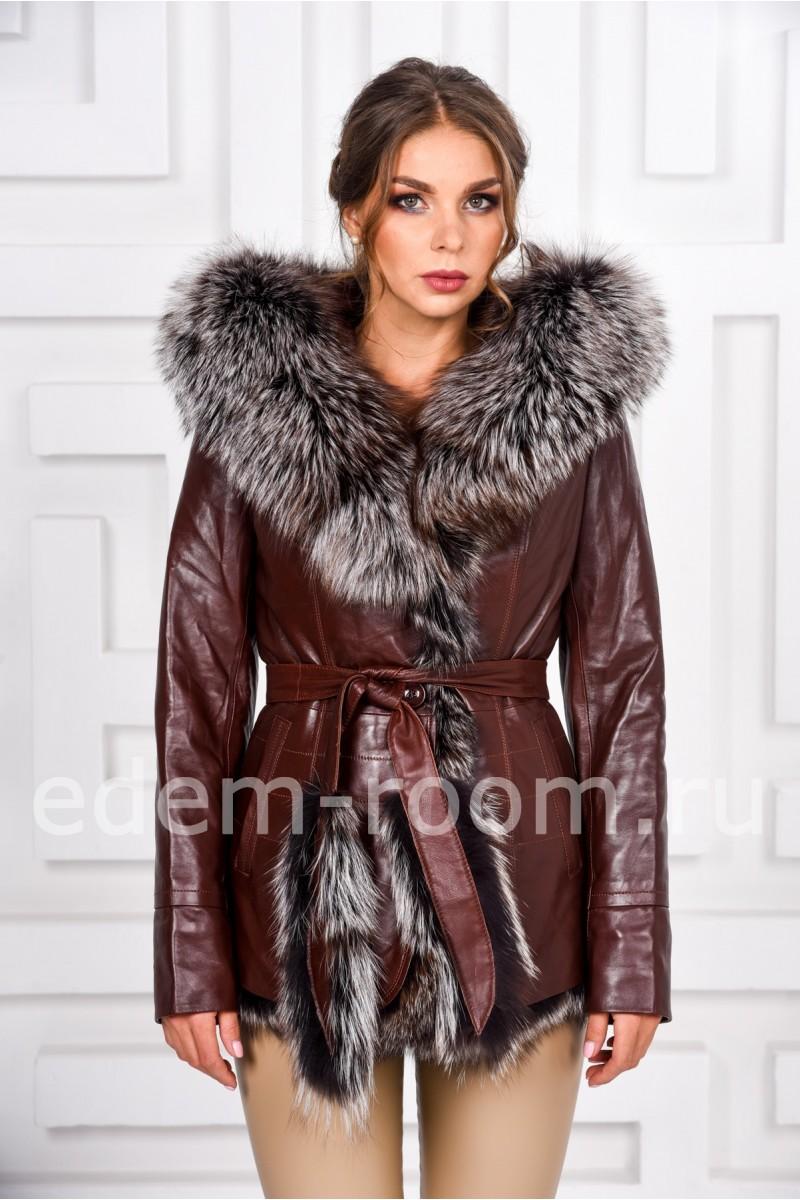 Коричневая кожаная куртка с мехом и капюшоном