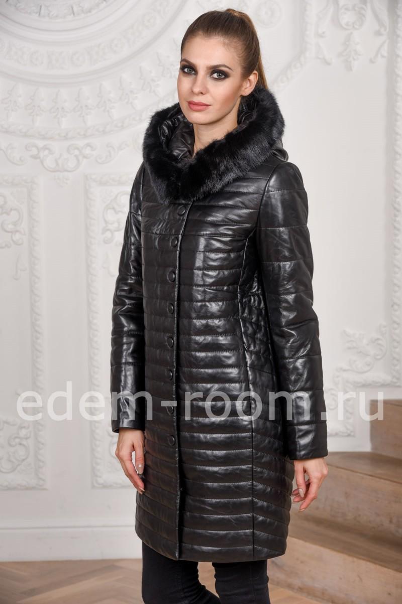 Утеплённое пальто из кожи с капюшоном для женщин