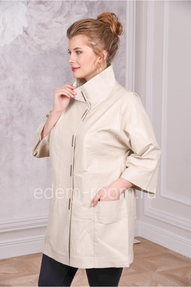 Кожаная удлиненная куртка белого цвета