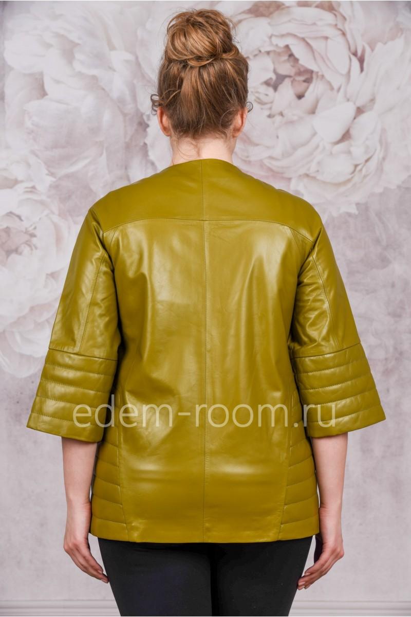 Яркая кожаная куртка на осень и весну