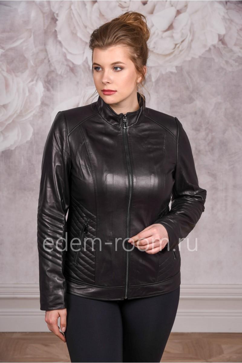 Черная кожаная куртка из кожи