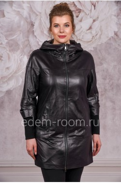 Удлиненная кожаная куртка черного цвета