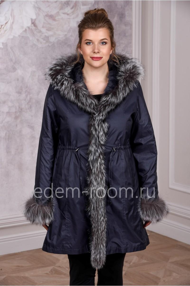 Пальто с пышным меховым воротником