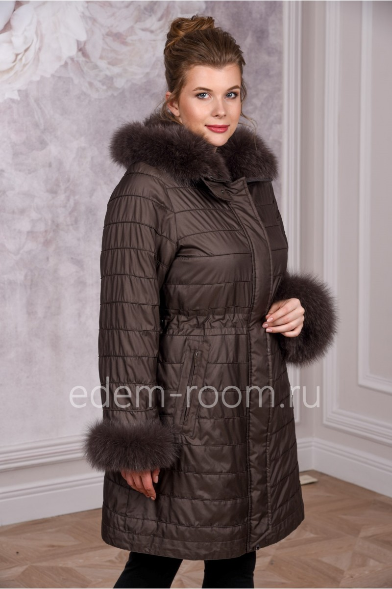 Пальто их меха лисы