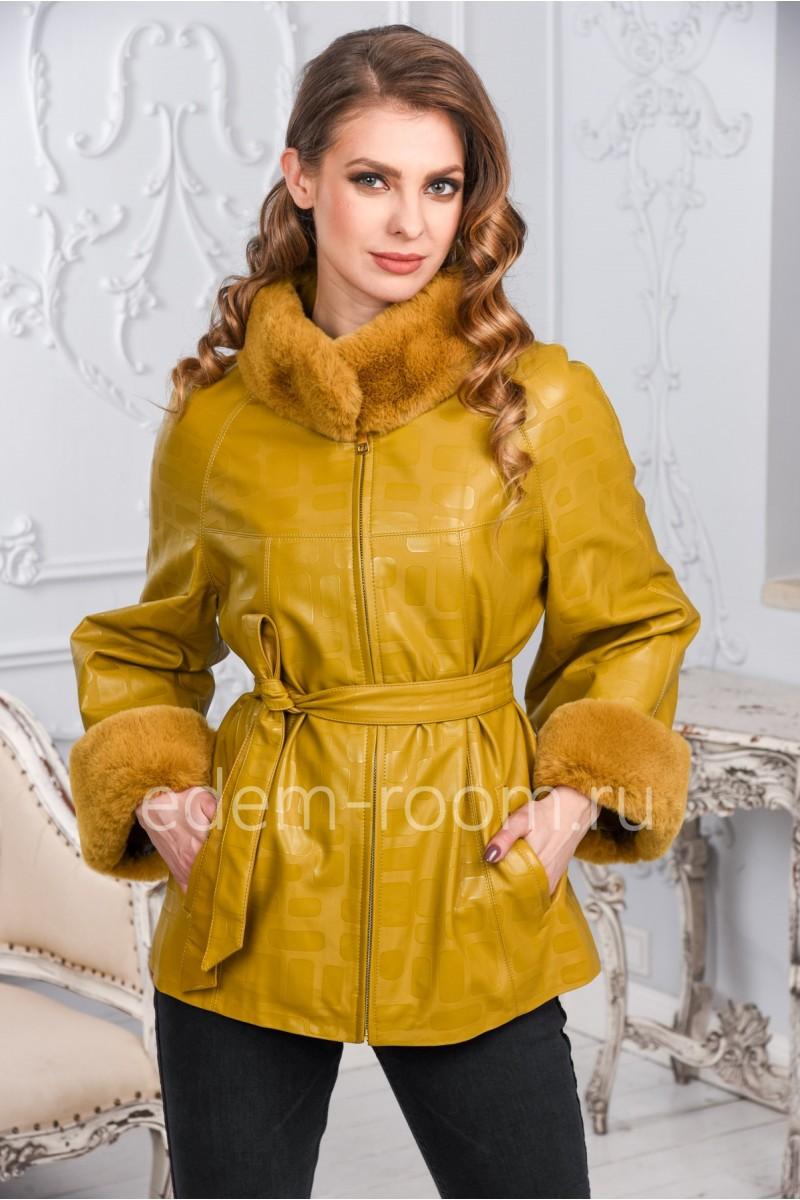 Демисезонная куртка с меховыми манжетами