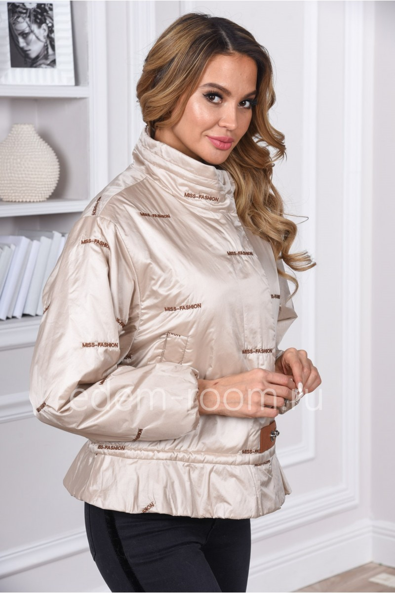 Облегчённая женская куртка сезона весна - осень