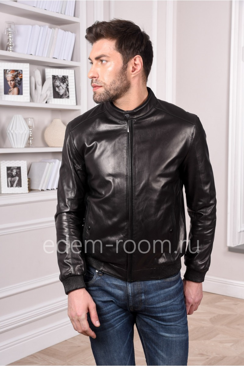 Кожаная куртка из натуральной кожи на резинке - бомбер. Черного цвета