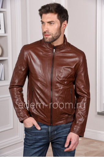 Коричневая куртка из натуральной кожи, мода 2020 года