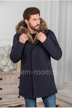 Зимняя куртка с капюшоном из меха