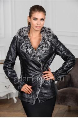 Осенняя кожаная куртка с капюшоном