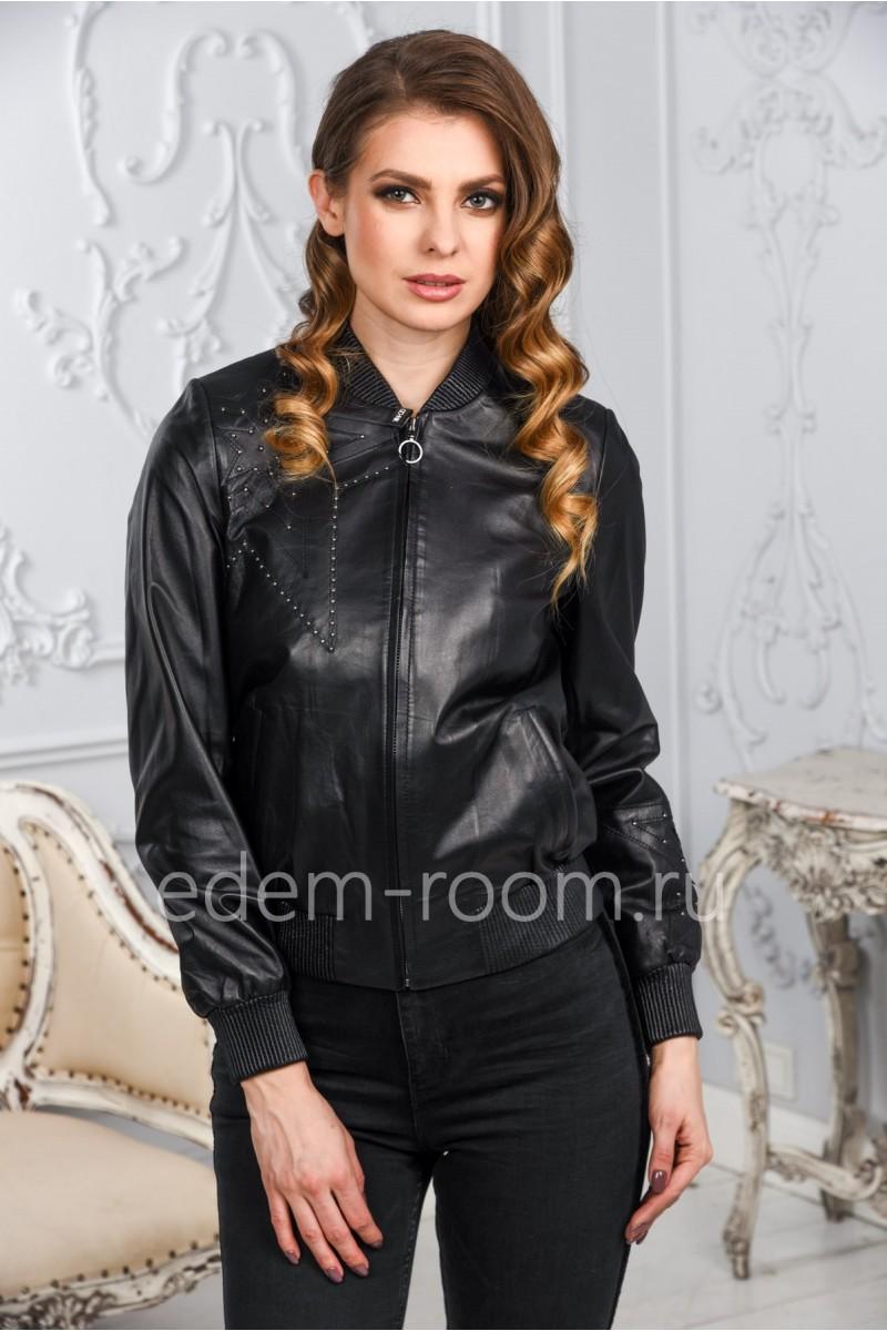 Женская кожаная куртка с аппликацией