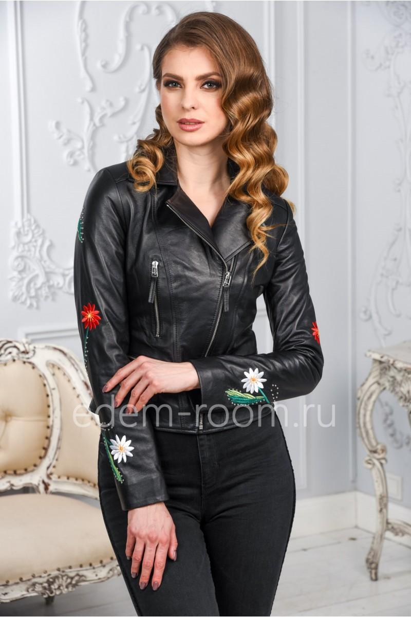 Женская кожаная куртка с вышивкой по низкой цене