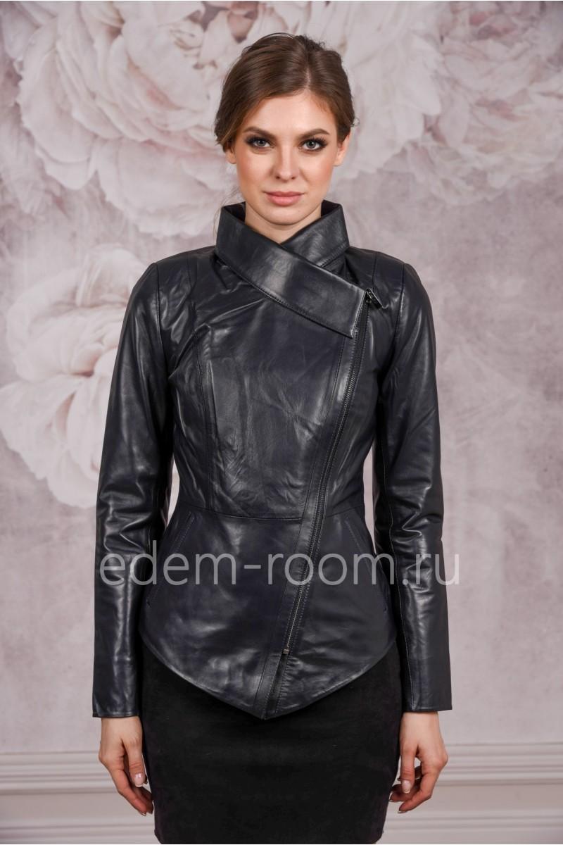 Темно-синяя кожаная куртка