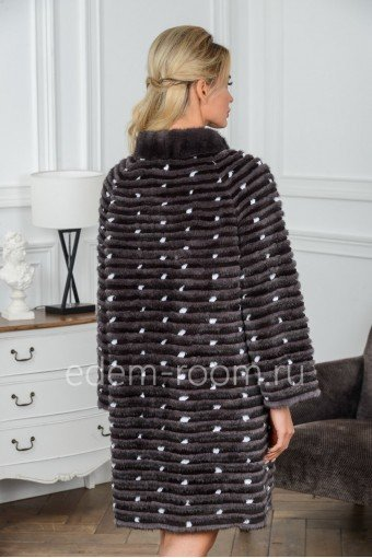Пальто из норки в росшив на кашемире
