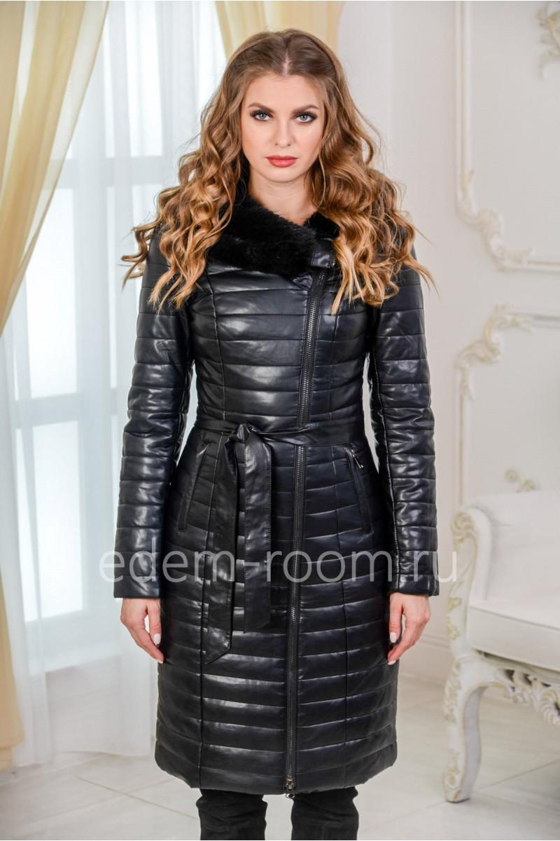 Чёрное пальто из искусственной кожи