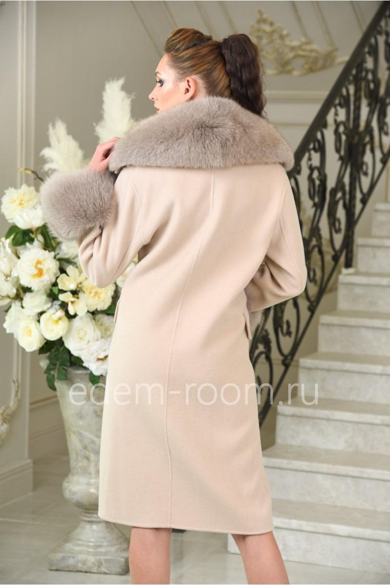 Пальто с меховым воротником. Весна-осень