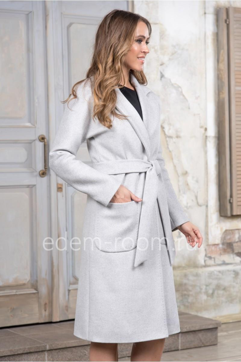 Светло-серое пальто