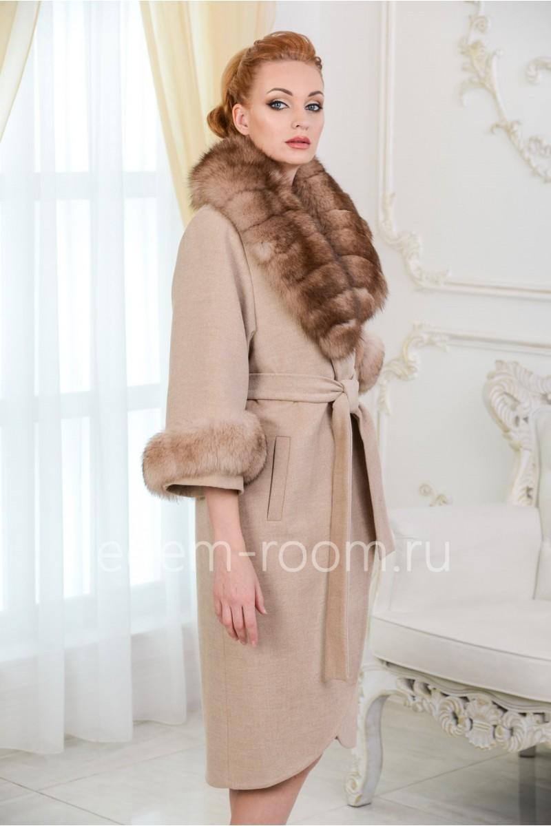 Пальто из шерсти с воротником