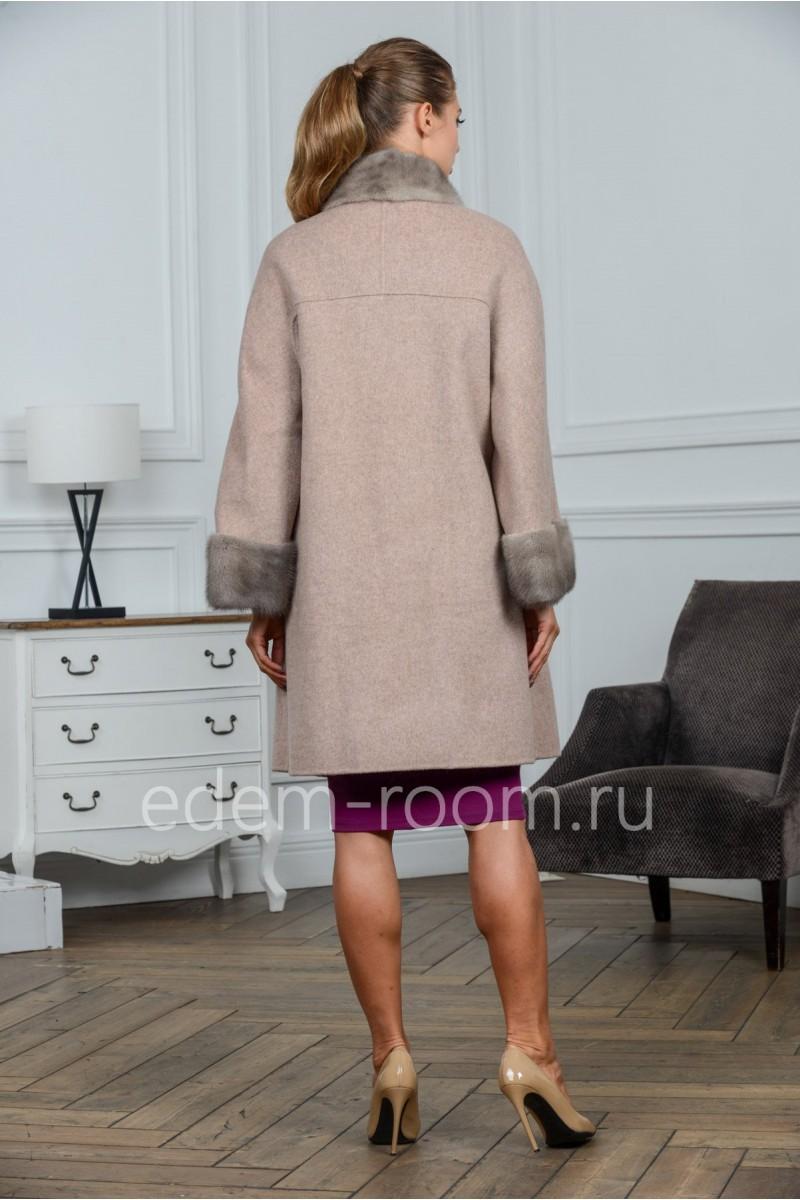 Пальто из шерсти с мехом норки