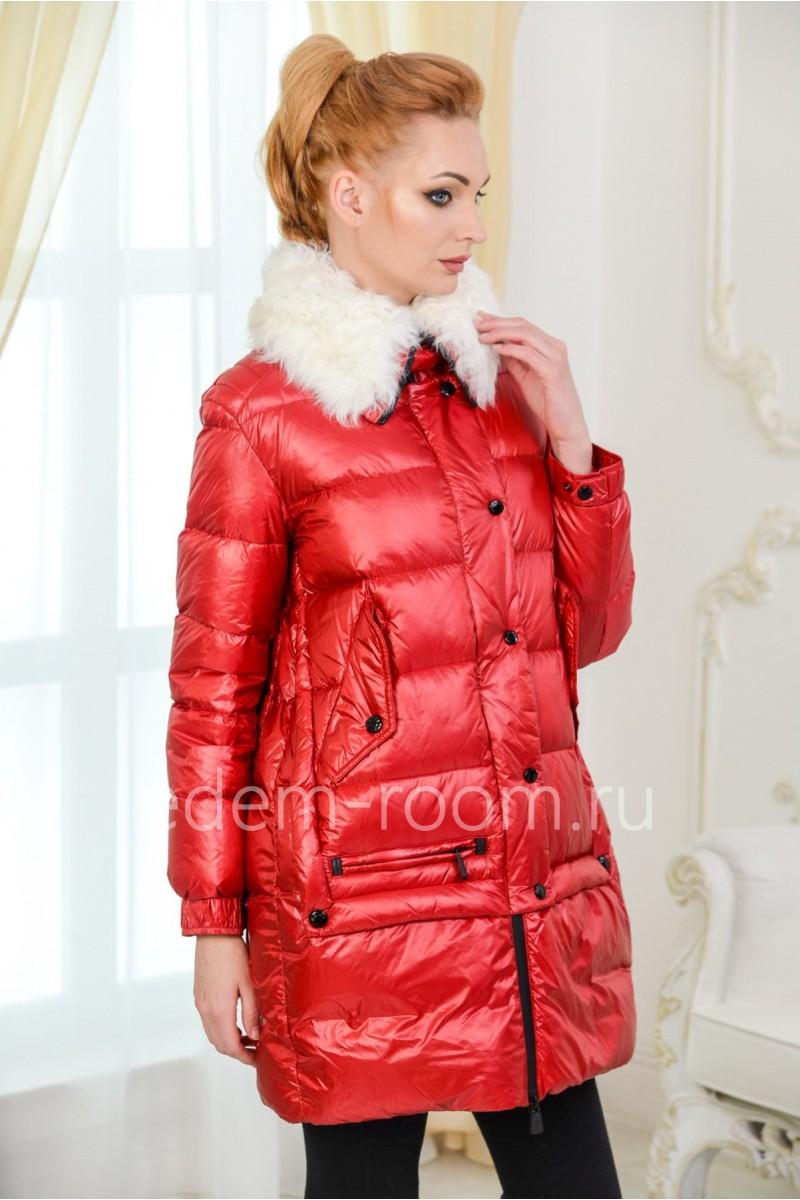 Красный женский пуховик