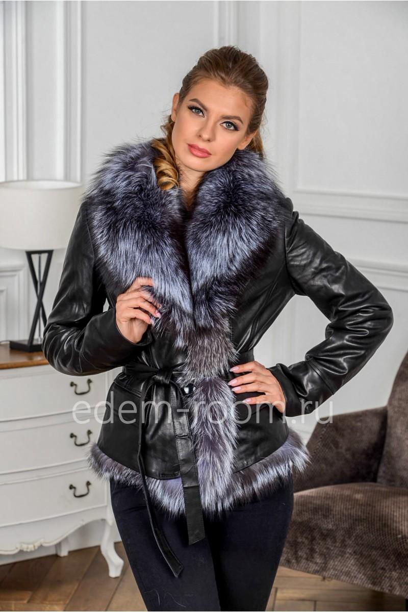 Короткая куртка с меховым воротником