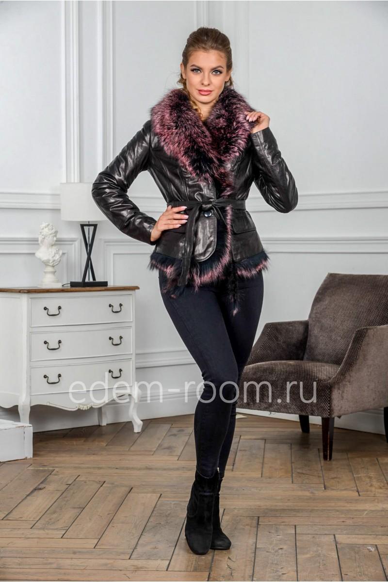 Укороченная кожаная куртка с меховым воротником