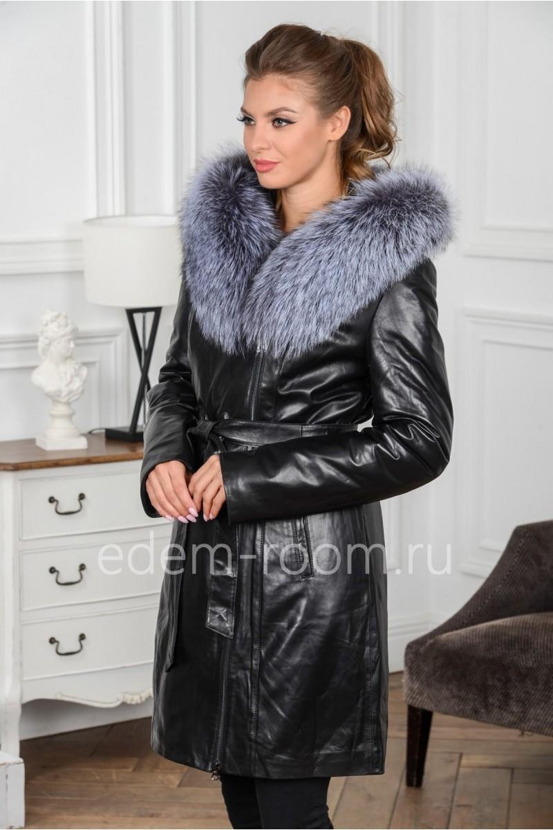 Кожаное утеплённое пальто с мехом на капюшоне