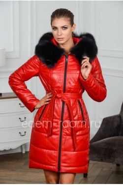 Красное зимнее кожаное пальто