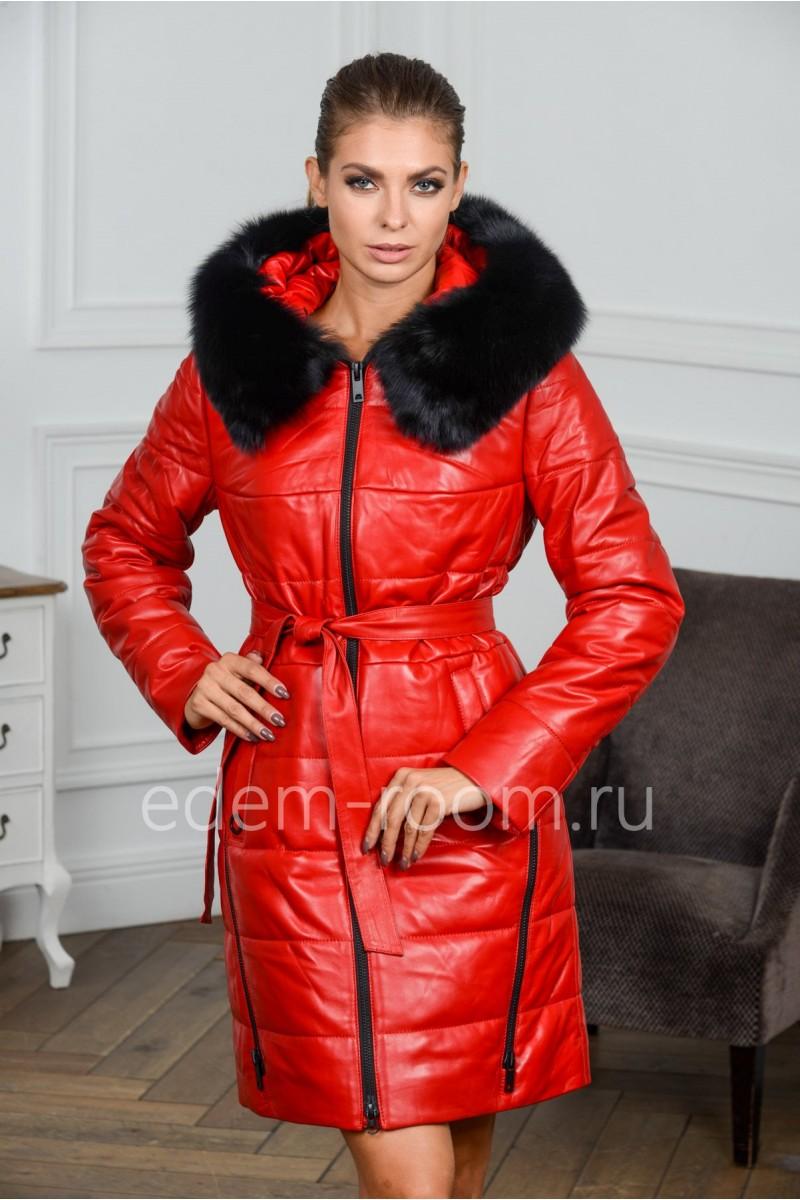 Кожаное пальто с мехом красного цвета