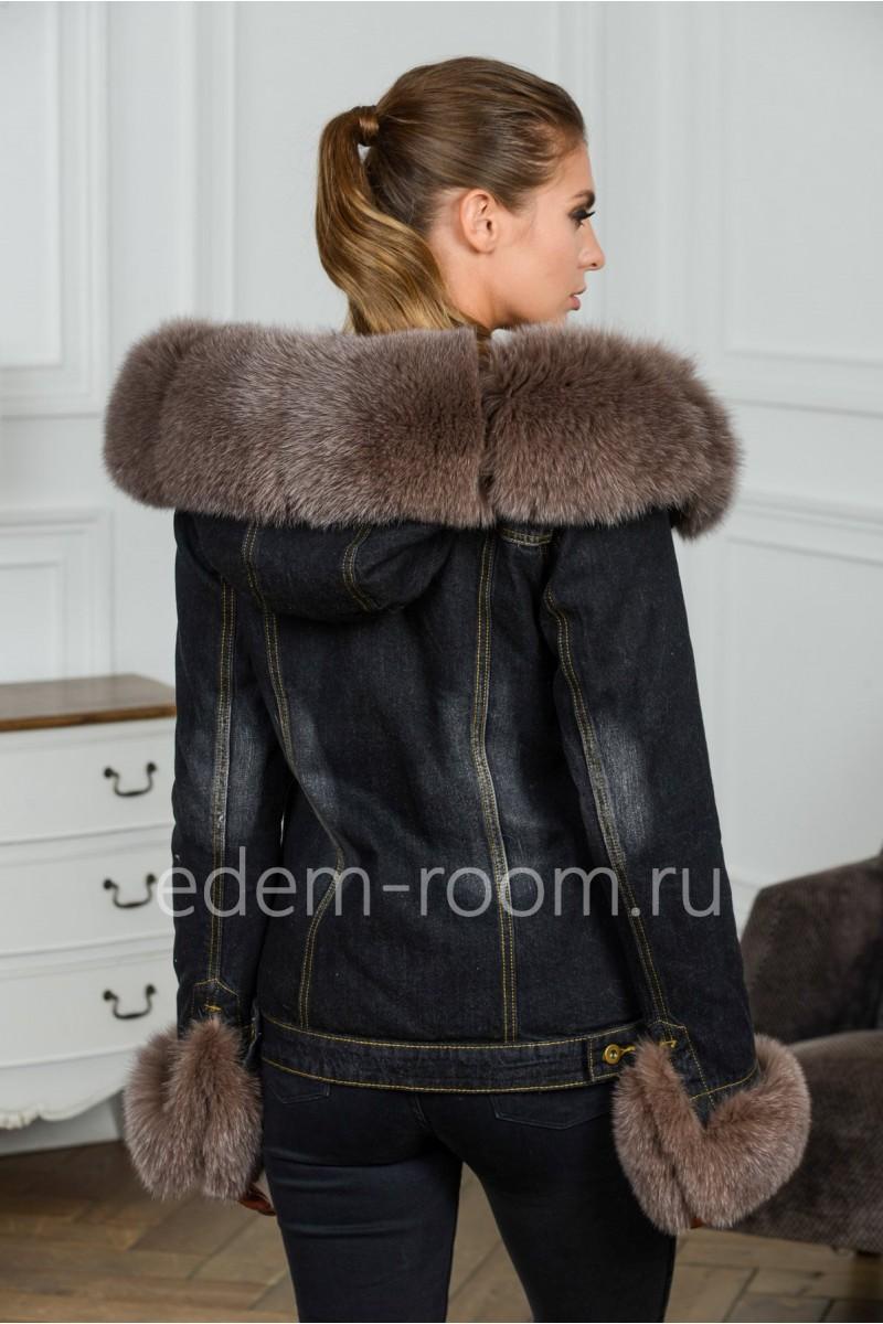 Джинсовая куртка с меховым капюшоном из песца