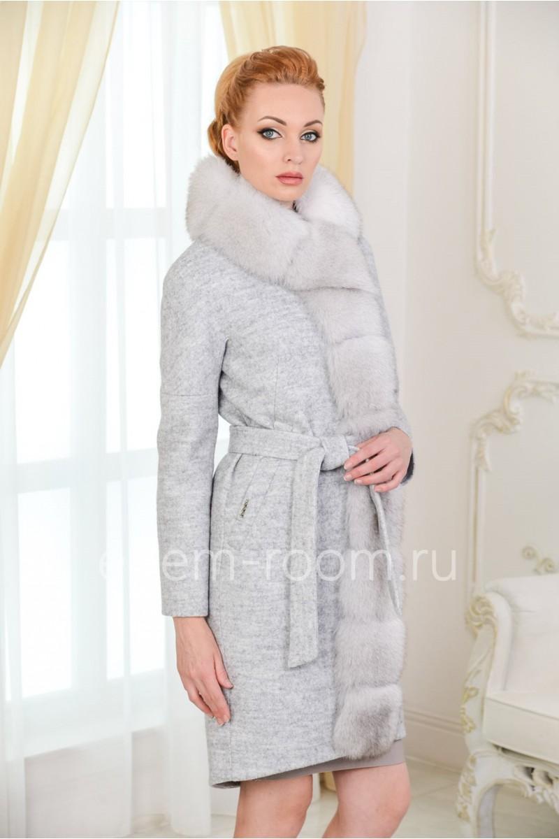 Зимнее пальто с песцом