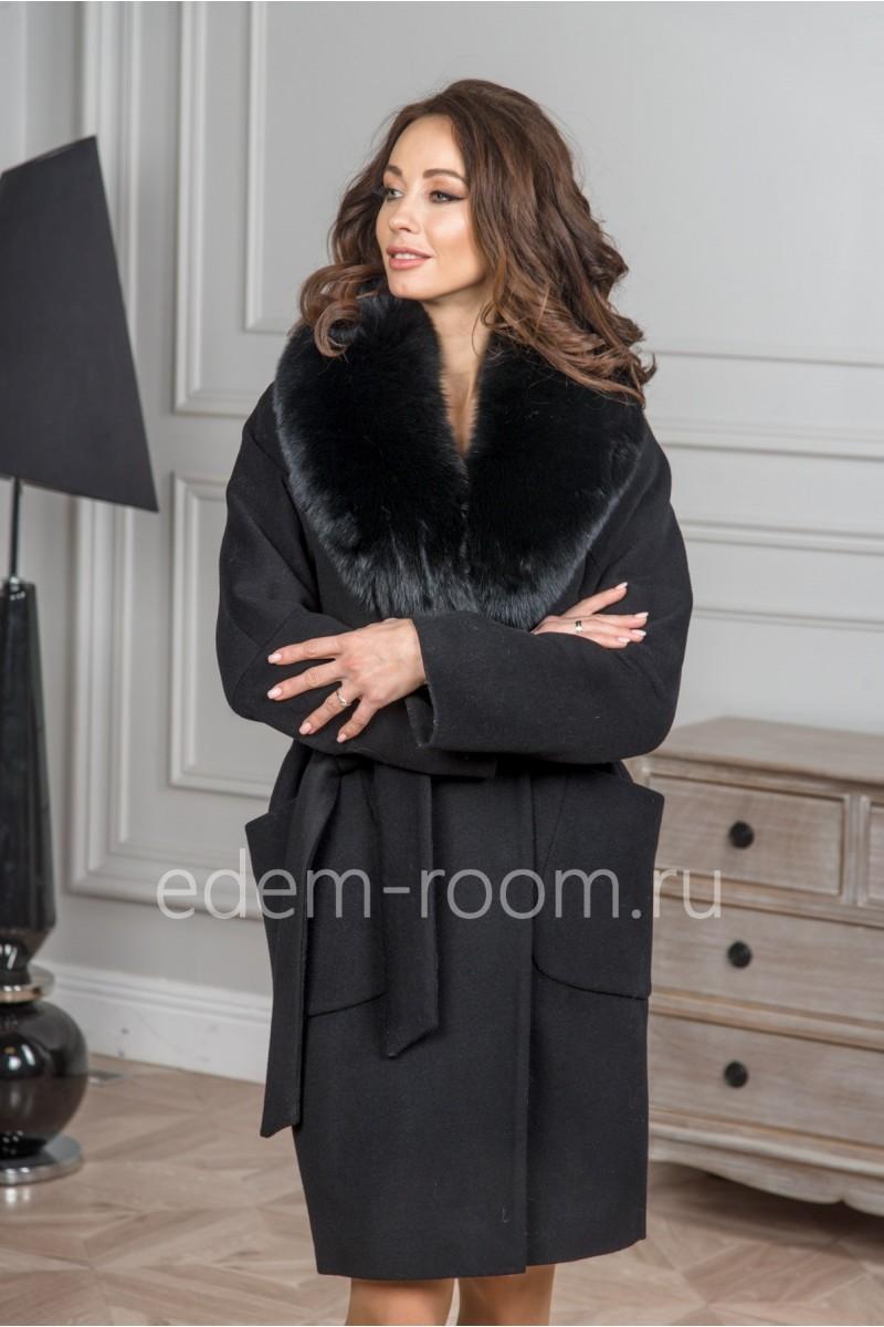 Чёрное пальто с мехом