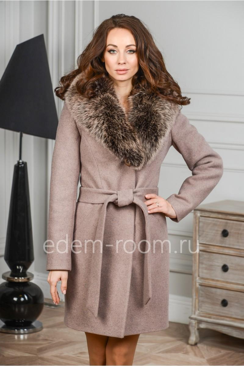 Зимнее пальто с воротником