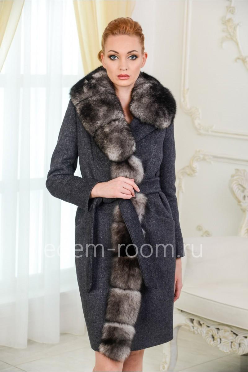 Шерстяное пальто с воротником