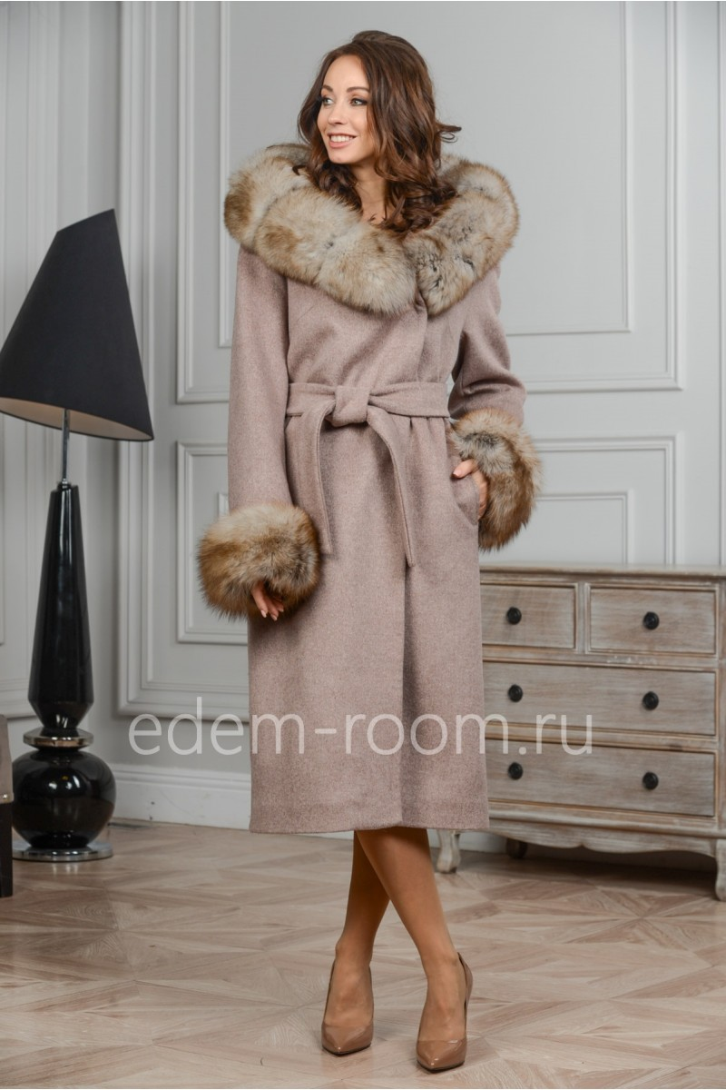 Шерстяное пальто с капюшоном