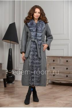 Удлинённое зимнее пальто с мехом