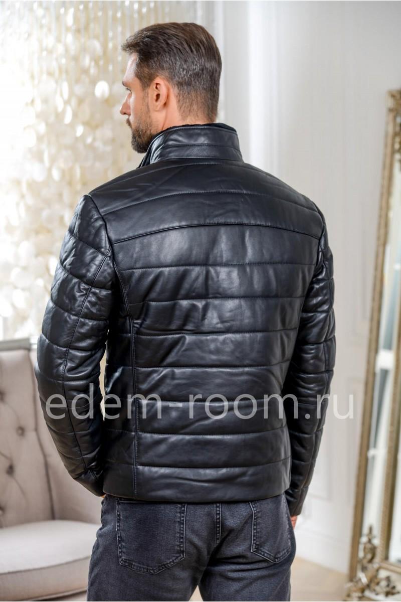 Короткая кожаная куртка для прохладной погоды