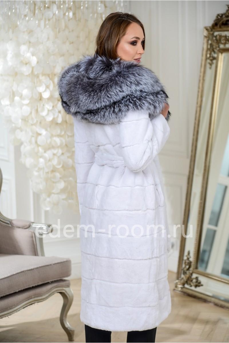Белая шуба с капюшоном из чернобурки