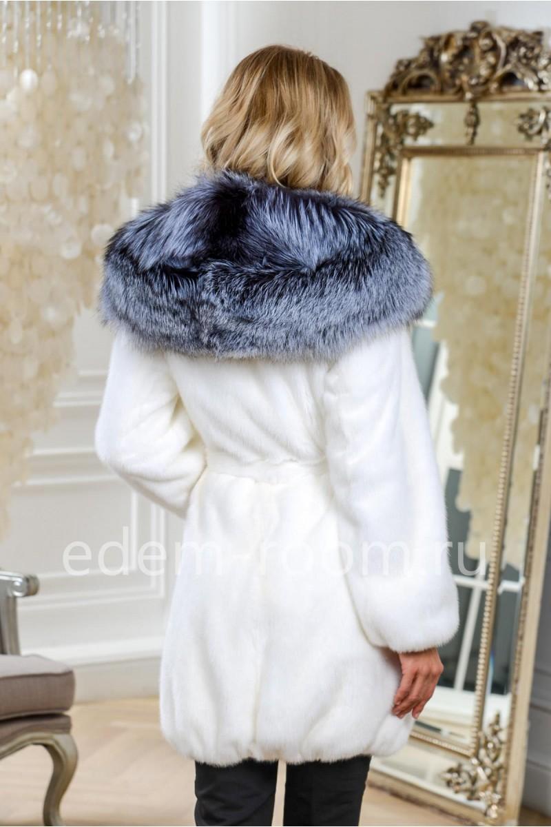 Белая норковая шуба с капюшоном из чернобурки, короткая