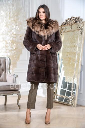 Поперечная норковая шуба с капюшоном из лисы