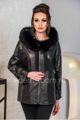 Демисезонная кожаная куртка с капюшоном