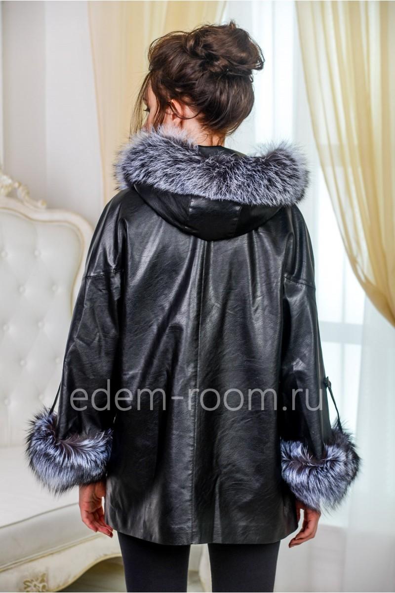 Чёрная куртка из экокожи с мехом песца