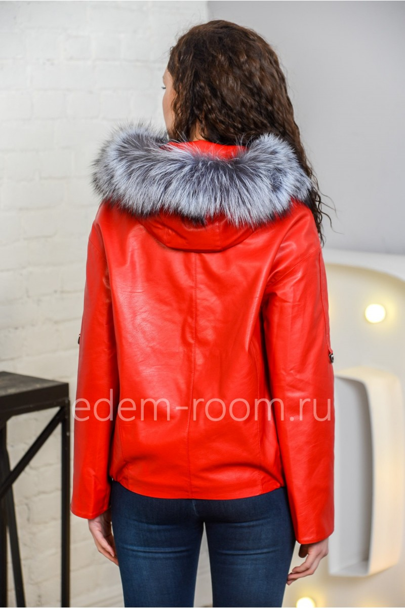 Красная куртка из эко-кожи для весны